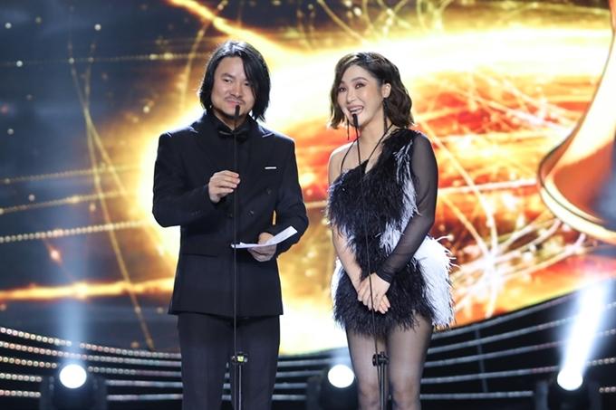 Ca sĩ Hương Tràm chiến thắng giải Cống hiến 2018 ở hạng mục MV của năm với MV Duyên minh lỡ. Cô cảm thấy hào hứng được trở lại sân khấu năm nay, cùng đạo diễn Hoàng Nhật Nam xứng tên ca sĩ chiến thắng tiếp theo.