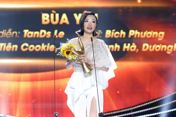 MV Bùa yêu của Bích Phương được đánh giá xứng đáng với giải thưởng MV của năm.