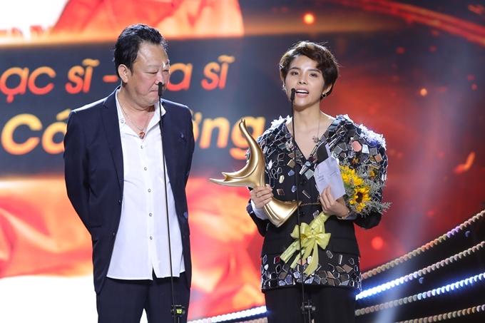 Vũ Cát Tường thắng giải Nhạc sĩ của năm. Cô hạnh phúc trong suốt khoảng 4 năm qua, bản thân sáng tác hơn 40 bài hát và đều được đông đảo khán giả đón nhận. Nếu sau nay dừng ca hát, tôi hy vọng