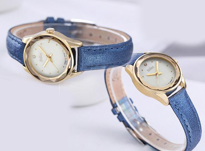 Trong thời điểm 20h-22h, đồng hồ nữ Julius JA-723 JU1128 (xanh dương) còn 466.000 đồng thay vì giá gốc 1,018 triệu đồng.