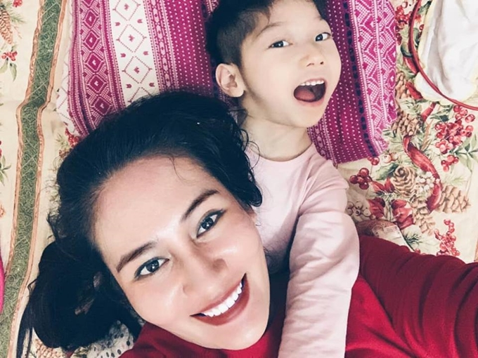 Minh Cúc và con gái Tú Minh.