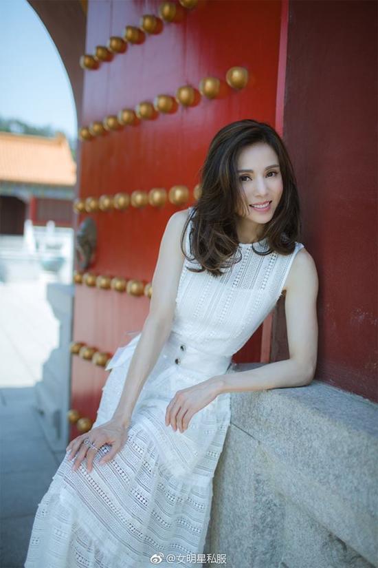 Bộ ảnh Lý Nhược Đồng chia sẻ trên trang cá nhân giúp cô nhận được nhiều lời khen ngợi của fan.