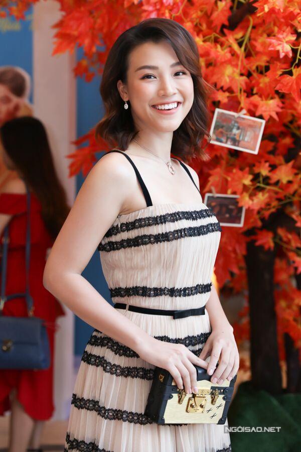 Hoàng Oanh dự họp báo công bố phim Ước hẹn mùa thu.