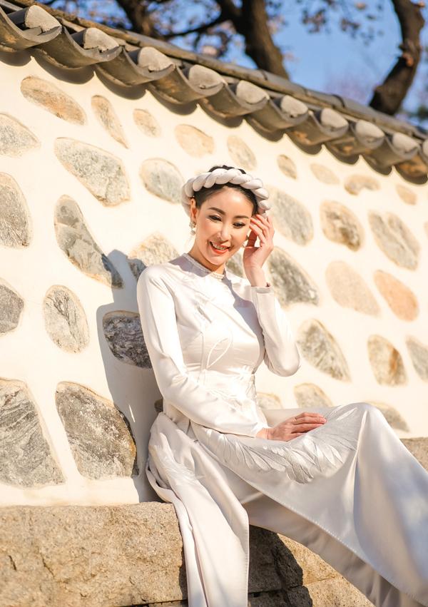 [Caption]  Đăng quang hoa hậu năm 1992, sau 27 năm, Hà Kiều Anh vẫn là một cái tên không thể nào thay thế và lãng quên. Cô luôn biết cách làm mới mình và tạo được dấu ấn riêng trong lòng người hâm mộ.