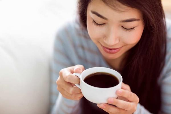 Uống cà phê trước 9h30