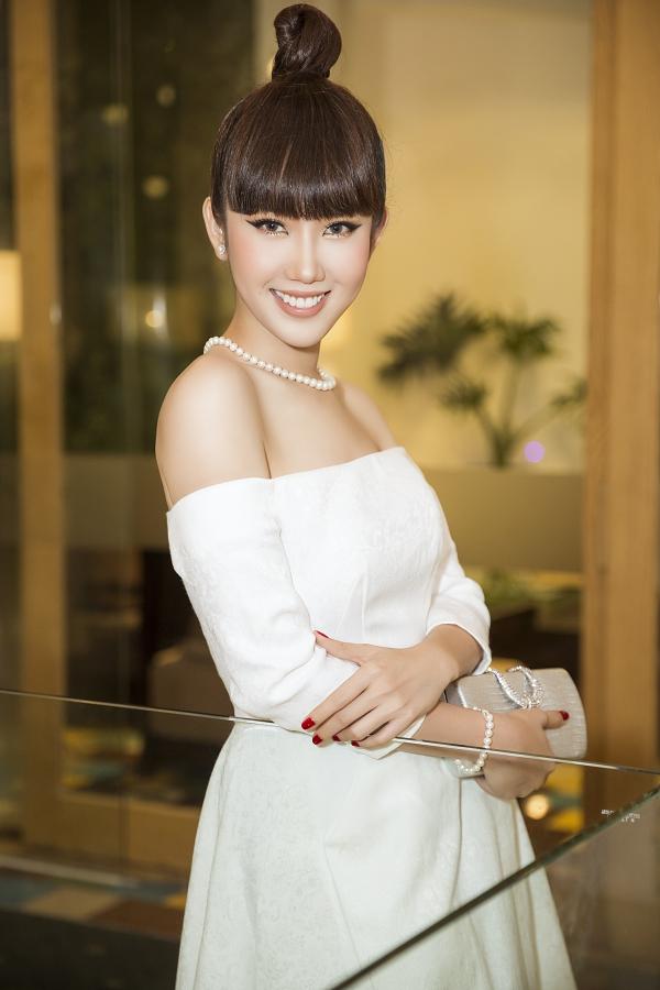 Người đẹp đang tham gia dự án mới Bệnh viện Thần ái, đóng cùng Xuân Nghị, Quang Trung... Cô mong muốn có nhiều dự án bứt phá hơn trong năm 2019, đáp lại tình cảm yêu mến của khán giả sau vai diễn Hân của Gạo nếp gạo tẻ.