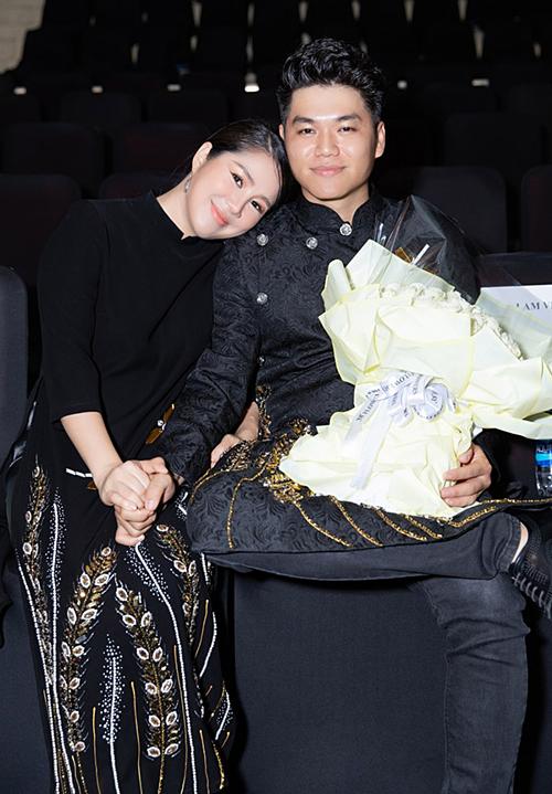 Lê Phương hạnh phúc bên chồng trẻ Trung Kiên.