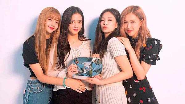 Chân dung bốn cô nàng Black Pink gồm Lisa, Jisoo, Jennie, Rose (từ trái sang phải).