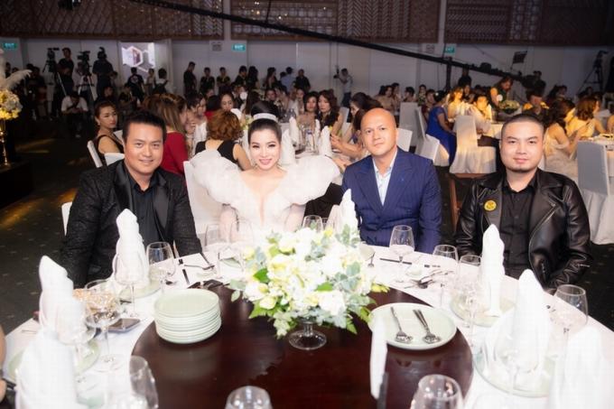 Khách mời VIP: nhà sản xuất Minh Chánh, nhà thiết kế Patrick Phạm, nhà thiết kế Đức Vincie