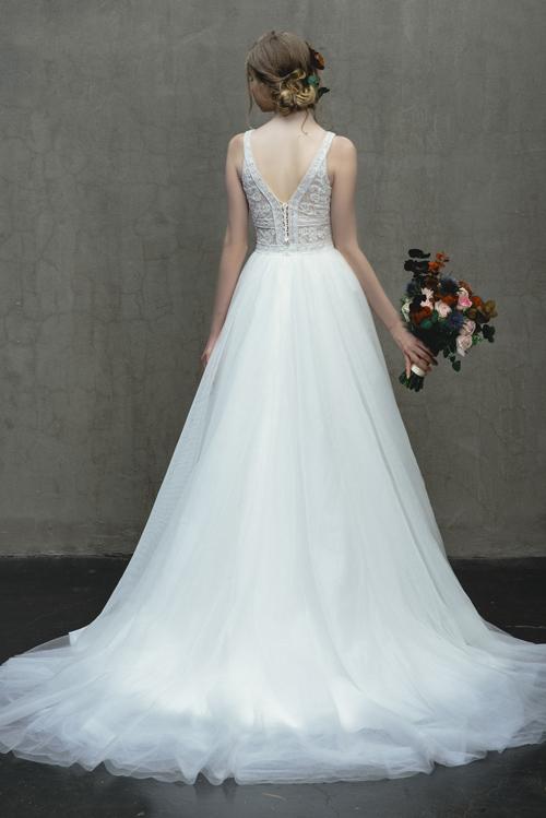 Cá tính riêng biệt ẩn trongtừng thiết kế, sự tỉ mỉ trong kỹ thuật cắt may tạo nên chiếc váy cưới trong mơ của mọi cô gái.