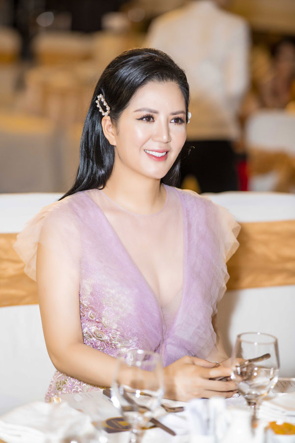 Nữ ca sĩ không chỉ sở hữu nhan sắc xinh đẹp mà còn là một doanh nhân thành đạt.