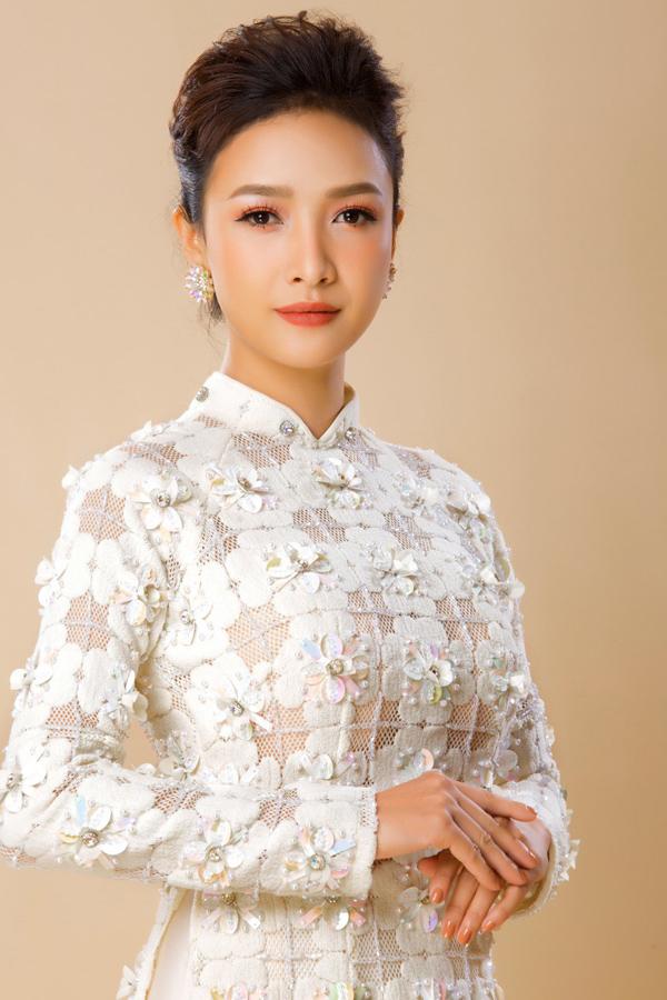 Người đẹp Việt tỏa sáng trong áo dài lấp lánh - 9