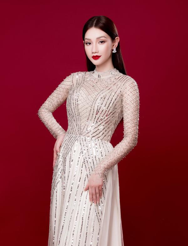 Người đẹp Việt tỏa sáng trong áo dài lấp lánh - 2