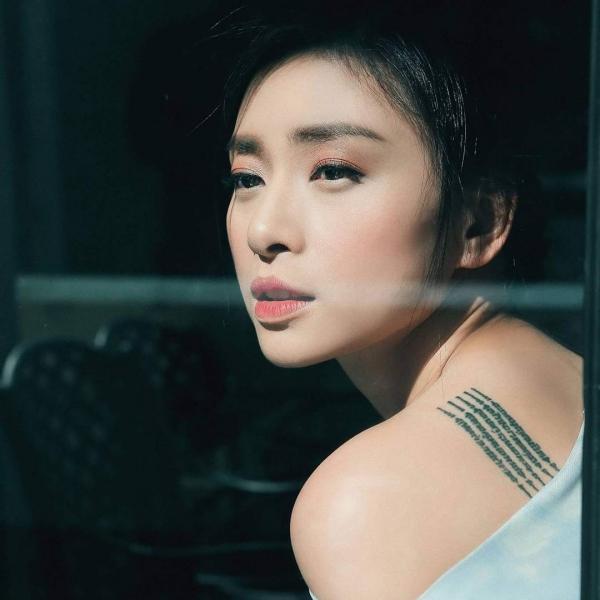 12 năm kể từ khi nổi danh của tác phẩm Dòng máu anh hùng, nhan sắc của Ngô Thanh Vân hầu như không thay đổi chút nào. Cô được mệnh danh là một trong những người đẹp không tuổi của làng giải trí Việt.
