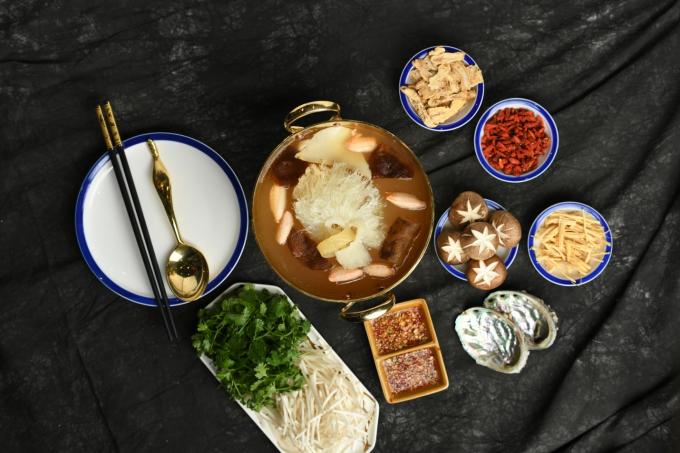 The Drunken Pot từ khi ra mắt không ngừng cập nhật các món ăn mới, vì sức khỏe thực khách với giá cảhợp lý. Vào những khung giờ cố định trong ngày, tuần khi đến với nhà hàng, thực khách còn nhận được nhiều ưu đãi hấp dẫn.