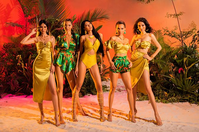 Bên cạnh các kiểu váy xẻ tà, váy vạt quấn là những mẫu đầm đi tiệc sexy giúp người mặc đốt mắt người đối diện.