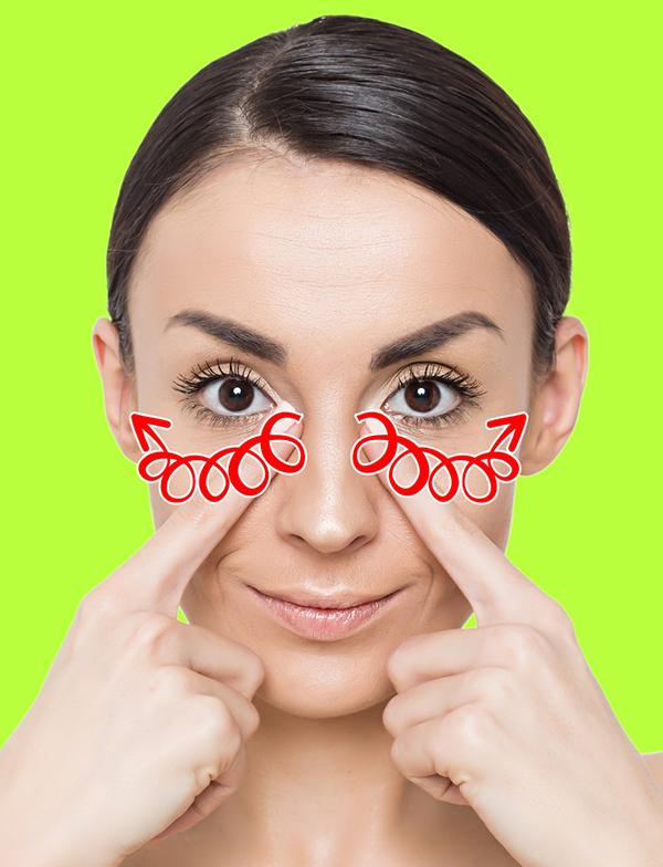 Dùng hai ngón tay trỏ massage vùng bọng mắt theo hình tròn, chiều từ đầu về đuôi mắt.