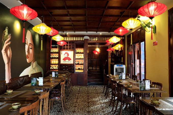Quán phù hợp với những buổi họp mặt gia đình, dành cho những người yêu những bữa cơm nhà hay những du khách nước ngoài muốn khám phá ẩm thực chính thống của Việt Nam.