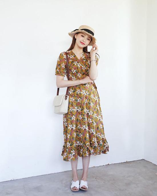 Khi sử dụng mũ nan, các kiểu đầm theo phong cách bánh bèo với sắc màu và kiểu dáng tôn vẻ nữ tính vẫn là lựa chọn hoàn hảo nhất.