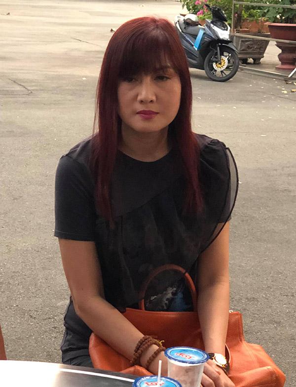 Hiền Mai trầm tư tại đám tang nghệ sĩ Lê Bình.