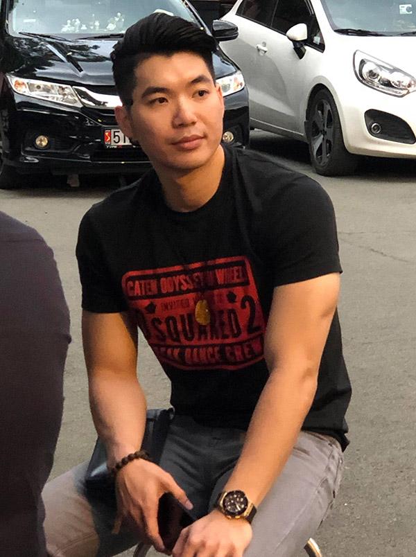 Diễn viên Trương Nam Thành tới từ biệt đàn anh.