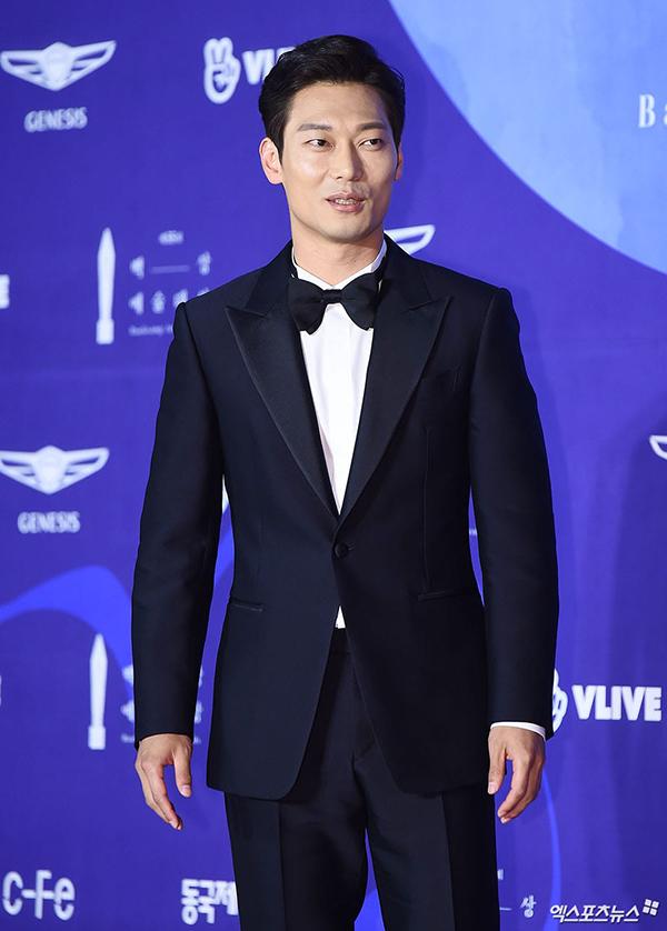 Park Hoon - tình địch của Hyun Bin trong phim Ký ức Alhambra.