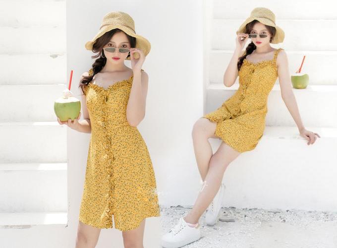Được thiết kế dành riêng cho mùa hè, đầm dây nhún bèo summer họa tiết hoa nhí trên nền vàng, phù hợp cho bạn gái dạo phố hoặc đi biển.