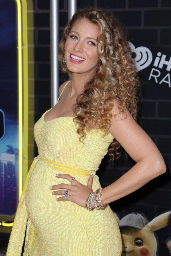 Blake Lively mang bầu con thứ ba với Ryan Reynolds