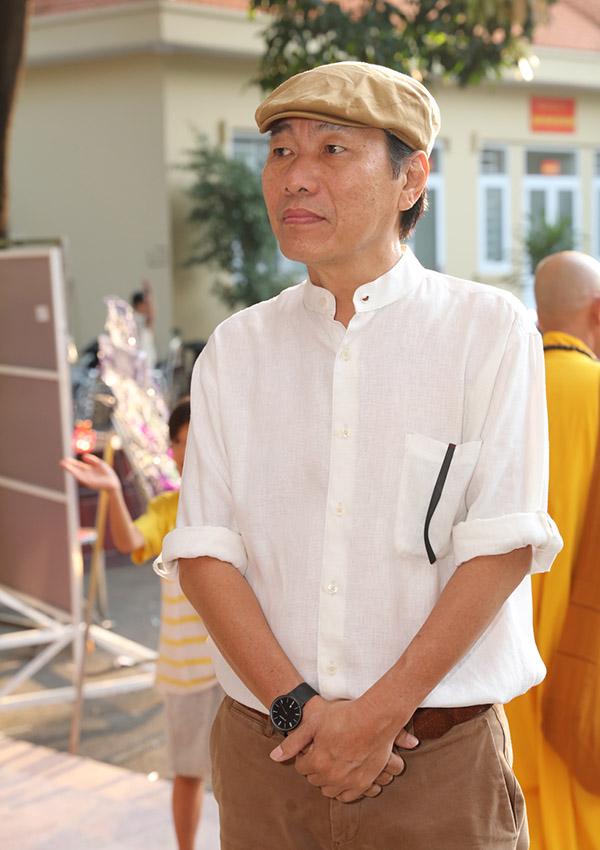 Nghệ sĩ Kiến An cũng tới đưa tiễn Lê Bình đến nơi an nghỉ cuối cùng.