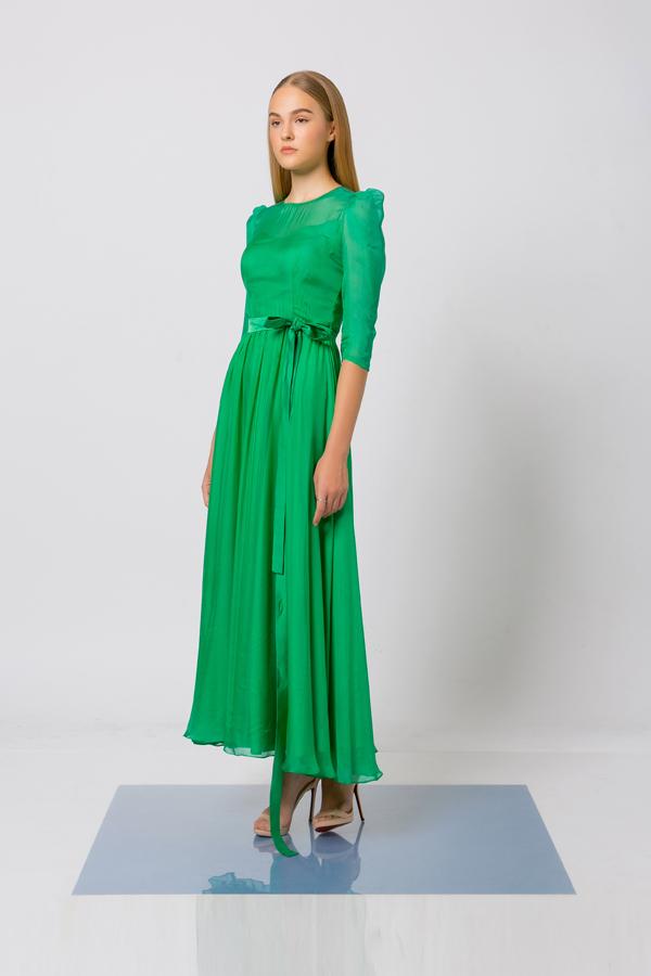 Trong bộ sưu tập mới nhất của mình, Nguyễn Trường Duy sử dụng các chất liệu hợp mùa và đang được yêu thích để tạo nên các dáng váy đi tiệc từ đơn giản đến cầu kỳ.