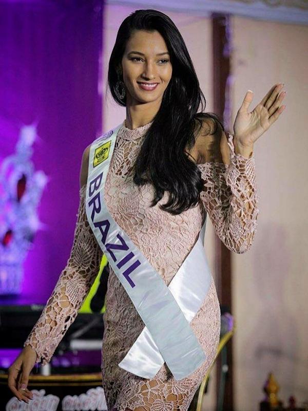 Mỹ nhân Camila Reis vượt qua 54 thí sinh khác đăng quang Nữ hoàng Du lịch Quốc tế 2018. Cô sinh năm 1990, đến từ Brazil.
