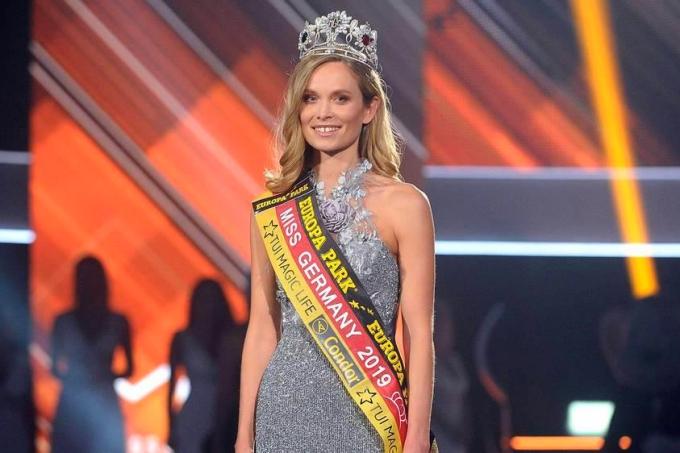 Nadine Berneis được trao vương miện Hoa hậu Đức 2019 vào tháng 3 vừa qua. Cô sinh năm 1991, hiện công tác trong ngành cảnh sát, chuyênphụ trách điều tra tội phạm trên mạng.