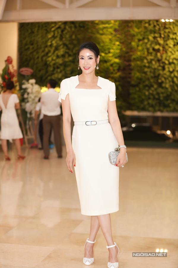 Hoa hậu Hà Kiều Anh mặc đơn giản, thanh lịch đi sự kiện.
