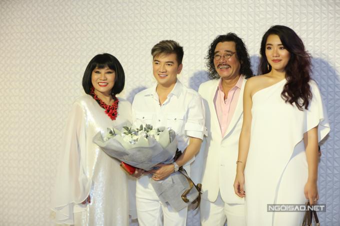 Gia đình nghệ sĩ Cẩm Vân - Khắc Triệu ủng hộ Mr Đàm mở thẩm mỹ viện, thử sức kinh doanh về lĩnh vực làm đẹp.