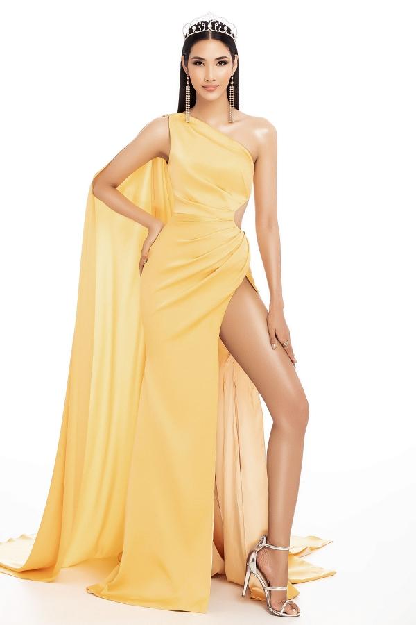 Ban tổ chức Hoa hậu Hoàn vũ Việt Nam vừa công bố Hoàng Thùy được đề cử dự thi Miss Universe 2019. Người đẹp năm nay 27 tuổi, cao
