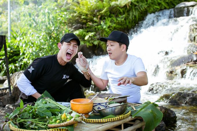 Show Muốn ăn phải lăn vào bếp, phát sóng trên HTV là hành trình khám phá văn hóa ẩm thực, du lịch với các khách mời nổi tiếng tại nhiều vùng miền của đất nước.