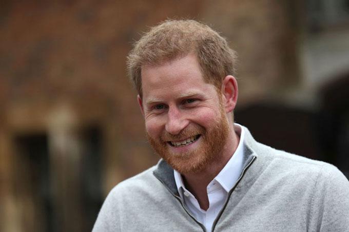 Hoàng tử Harry như trên mây khi vợ sinh con trai