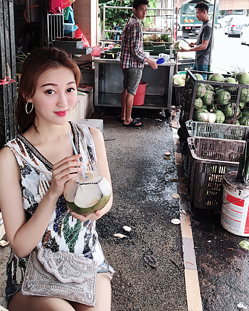 Cuộc sống ăn chơi du lịch của nàng Á hậu trước khi ly hôn tỷ phú sòng bài - 18
