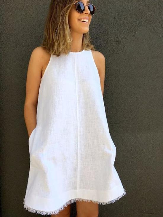 Dướitiết trời oi ả, nhiều chị em thường chọn váy vải thô để giúp mình dễ thở hơn. Trong đó có thể kể đến các mẫu váy trắng cắt may bằng vải linen, vải thô, đũi...