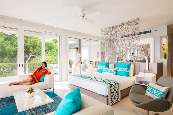 Khu nghỉ có 6 villa hướng biển, mỗi villa có từ 1 đến 4 phòng ngủ. Thiết kế thoáng đãng, trang nhã với tone màu trắng và xanh, gần gũi với biển khơi.