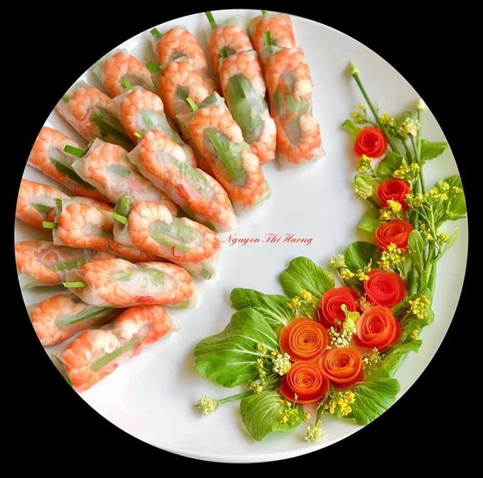 Mỗi khi đem ra một đĩa thức ăn trang trí hấp dẫn, chị Hường đều nhận được những lời khen của các người bạn nước ngoài. Chị thấy mình có thêm động lực để tiếp tục sáng tạo và vui vì được sống với đam mê.