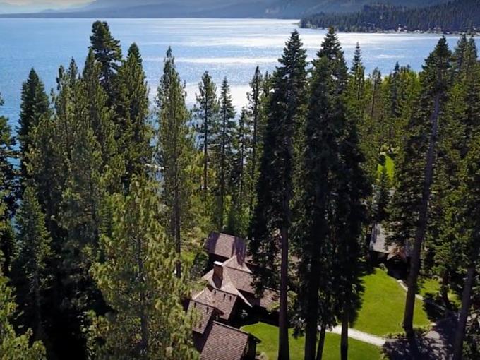Biệt phủ của ông chủFacebookbên hồ Tahoe, biên giới bang California và Nevada. Ảnh:Listings/YouTube.
