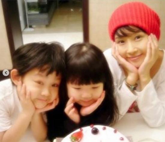 Con gái Choi Jin Sil chia sẻ ảnh trên mạng xã hội, bày tỏ sự nhớ thương mẹ.