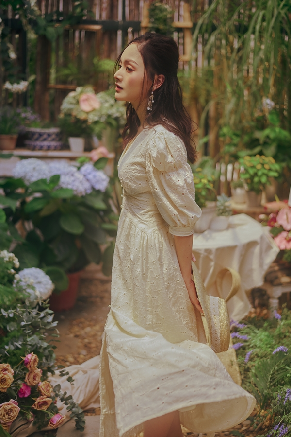 Nhiếp ảnh: Trịnh Đức Cường, sản xuất hình ảnh: Sabo Đặng Thu Anh, stylist: Hoàng Anh.