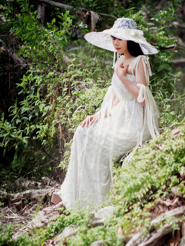 Hằng Nguyễn hoạt động trong làng giải trí với vai trò nhà thiết kế. Cô từng gây ấn tượng với show diễn cá nhân đình đám Tôi đi giữa hoàng hôn tổ chức tại Đà Lạt tháng 12/2018.