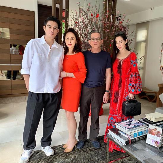 Elroy Cheo cùng gia đình.