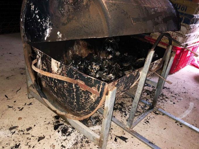 Lò nước bằng thùng phuy được nghi can dùng đốt xác vợ. Ảnh: Khánh Hương.
