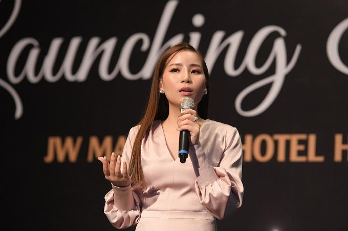 CEO Hoàng Hải Yến chia sẻ những tâm huyết của mình với đối tác và hàng trăm cộng sự của YEB
