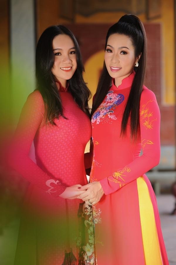 Nhan sắc con gái 17 tuổi của Á hậu Trịnh Kim Chi