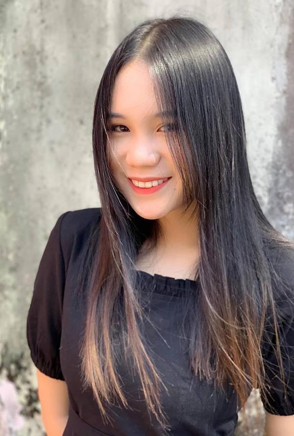 Chia sẻ với Ngoisao.net, Khánh Ngân định hướng thi Đại học ngành quản trị kinh doanh vì muốn tiếp quản công việc kinh doanh của ba. 'Lúc nhỏ, tôi muốn trở thành diễn viên như mẹ, nhưng dần dần, tôi thấy mình chưa đủ đam mê với nghệ thuật mà hứng thú với kinh tế hơn'. Cô cho biết mẹ cũng không khuyến khích con gái theo đuổi nghệ thuật vì sợ cô vất vả.